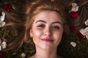 Comment aider sa peau à lutter contre les imperfections