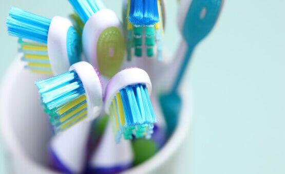 Je change de brosse à dents tous les 3 mois : est-ce suffisant ?