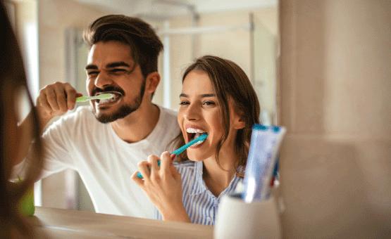Prévenir et combattre la cause de l'irritation des gencives avec le dentifrice meridol® PUR