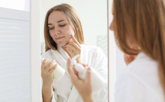 Comment aider sa peau à lutter contre les imperfections ?